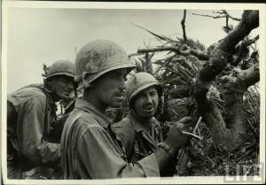 Marines américains durant la bataille d'okinawa en 1945
