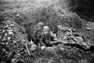 soldat us foxehole belgique 1944 par john florea