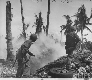 deplacement soldat us bataille guam 1944 par Eugene Smith