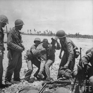 transfert blesse bataille guam 1944 par Eugene Smith